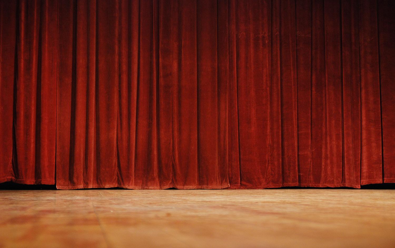Improvisational Theatre Techniques for Public Speaking